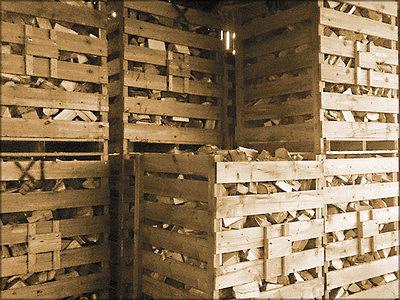 Рис. 8. Металлические и деревянные ящики для транспортировки, складирования и сушки дров