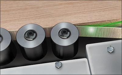 Приклеивание лазерной кромки к торцу мебельной заготовки