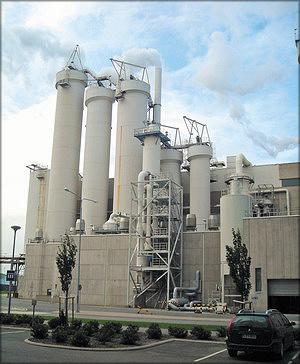 Рис. 2. Целлюлозно-бумажный комбинат компании UPM, производя и потребляя энергию, получаемую с использованием древесных отходов