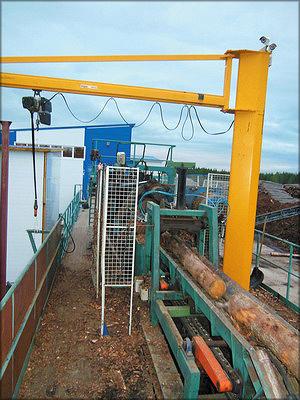 Окорочный станок Cambio на линии подачи сырья к станку HewSaw