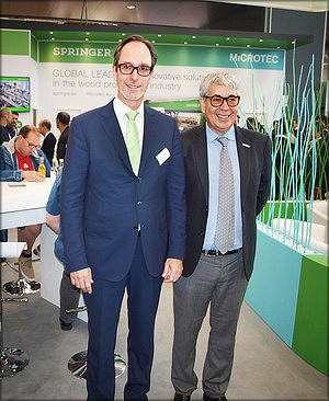 Глава Springer Maschinenfabrik AG Тимо Шпрингер и директор компании Microtec д. т. н. Федерико Джудичеандреа