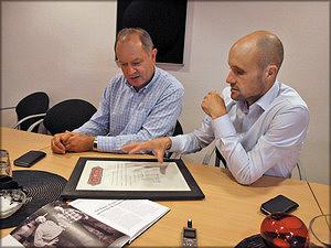 Справа налево: директор компании Давид Кварнстранд и начальник отдела продаж Игорь Лапченко