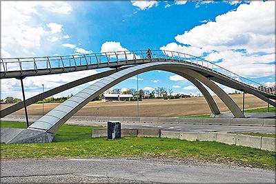 Рис. 13. Пешеходный мост Леонардо да Винчи