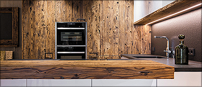 Рис. 4. Отделочные панели Admonter компании STIA из потемневшей старой древесины с рубленой поверхностью в современном интерьере