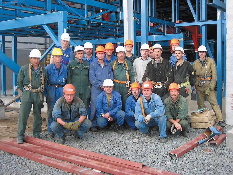 Крупнейшая поставка компании Heinola в Россию завершена. Производительность предприятия – более 200 000 куб м готовых пиломатериалов в год. На фотографии специалисты российских партнеров