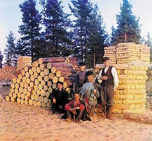 Пильщики на Свири. [1910 год]. Фото С.М. Прокудина-Горского