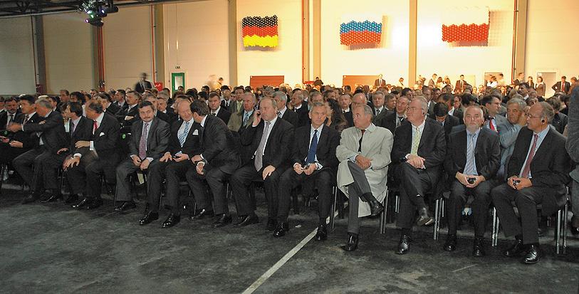 Засвидетельствовать свое внимание новому заводу «Флайдерер» пришло 400 приглашенных гостей