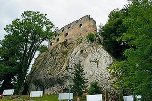 Так сегодня выглядит замок Планина, построенный в XI веке