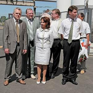 Руковоство СЗЛК и вице-губернатор на открытии нового цеха (слева направо: Ю. Шалимов, А. Мельников, И. Биткова, А. Кочнев)