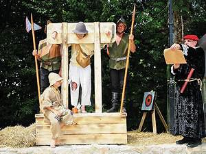 Театрализованное представление у замка