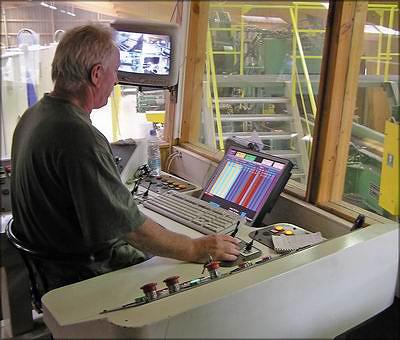 EGA: компьютеризированный пост управления: единственный оператор контролирует работу лесопильной линии с мощно-стью обработки 1 тыс. бревен в час