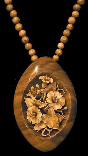 Кулон «Вьюны» (береза, карагач), размер – около 5 см