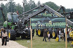 John Deere представил свою новую серию техники E под лозунгом Revolution.