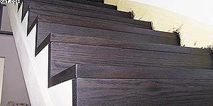 Покрытие для лестницы из термообработанного дуба