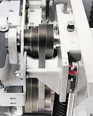 Единственная в своем роде система  крепления вала пилы подшипники с двух сторон от шкива. Такое устройство полностью исключает вибрацию и увеличивает износостойкость системы