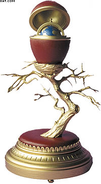 Пасхальное яйцо «Древо мира». Самшит, орех. 14 х 23 см.