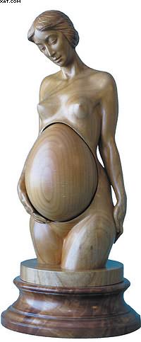Пасхальное яйцо «Ожидание». Дикая черешня, кап груши. Высота с подставкой – 28 см