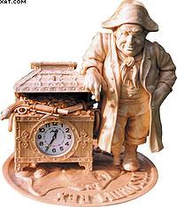 «Время – деньги». Липа, кизил, каштан, палисандр, кокосовый орех. Высота – 34 см. Частное собрание