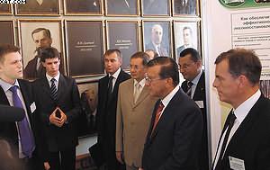 Встреча первого вице-премьера Виктора Зубкова со студентами и преподавателями СПбГЛТА (крайний справа – Андрей Селиховкин)