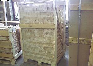 Рис. 1. Гнутоклееные планки оснований кроватей на одноразовом деревянном поддоне
