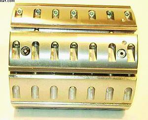 Рис. 2. Клинообразные планки с прямоугольными отверстиями с резьбой
