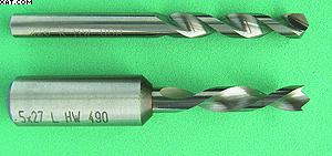 Рис. 5. Сверла, оптимизированные для работы с древесными материалами, с гребнем 120° (вверху) и плоским концом и подрезателем (внизу)