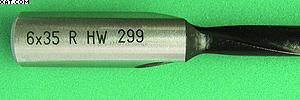 Рис. 8. Надпись с указанием диаметра, глубины сверления, направления вращения и материала резца