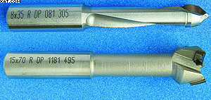 Рис. 9. Сверла с алмазно-твердосплавными пластинами для сквозных отверстий (вверху) и для отверстий/гнезд под фурнитуру (внизу)