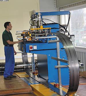 Автоматический вальцовочный станок для ленточных пил