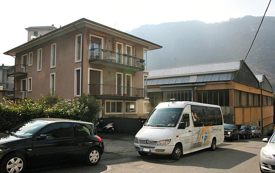 В этом доме началась история Camozzi, а за домом виднеется крыша первого производства, открытого в 1974 году