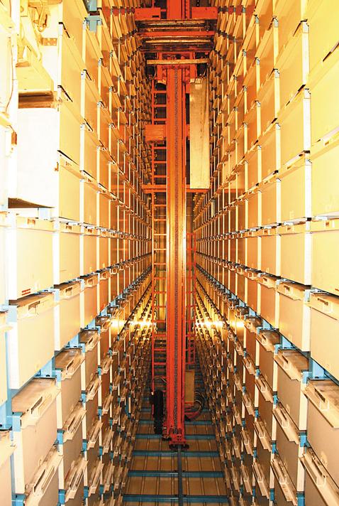 Cклад в стиле Matrix: каждый ящик для хранения готовой продукции содержит до 400 кг груза, погрузчик способен выполнять до 40 операций в минуту