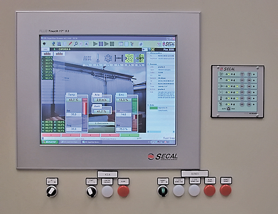 Компьютерная система управления процессом сушки пиломатериалов: промышленный компьютер с сенсорным монитором