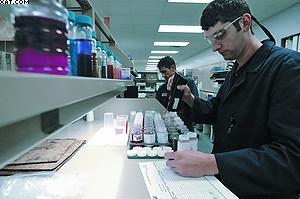 Специалисты Cat проводят анализ рабочих жидкостей