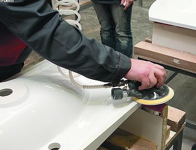 Процесс полирования раковины