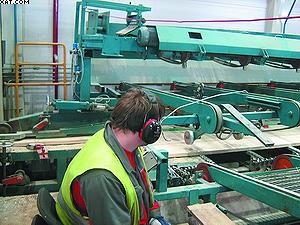 Рабочее место оператора линии сортировки пиломатериалов