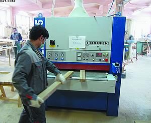 Шлифовка заготовки на калибровально-шлифовальном станке Houfek