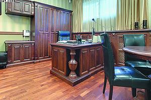 Классический английский кабинет в офисе компании «Свои в Городе»
