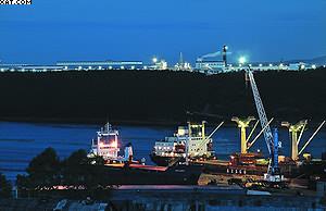 Вид на ЛПК «Аркаим» с другого берега гавани