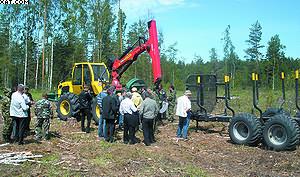 Лесной трактор LKT-82 c прицепом-форвардером