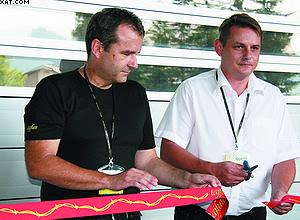 Мэр округа Шентюр Марко Дьячи (справа) и директор фирмы Tajfun Изток Шпан