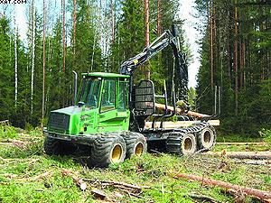 Погрузка и транспортировка леса форвадером John Deere