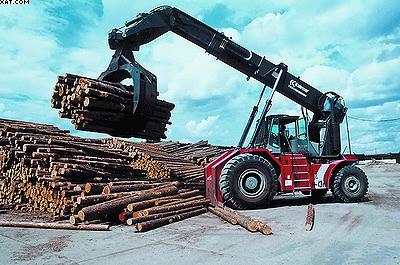 Лесопогрузчик Kalmar на лесной бирже