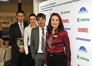 На стенде компании Maier слева направо: Андреас Кондрих, Елена Шумейко (ЛПИ), Александр Хоффманн и Елена Шонфельд