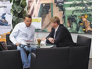 Евгений Камерцель (cправа) на стенде EWD