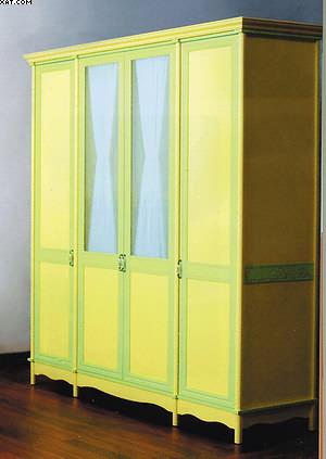 Рис. 1. Шкаф с декором и конструк-тивными элементами из облицован-ного профильного погонажа