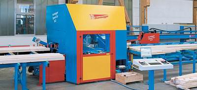 Раскрой пиломатериалов и изготовление отдельных деталей домокомплекта по немецкой технологии ведется на автоматизированном станке Hundegger