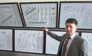 Евгений Кириков проводит экскурсию по заводу