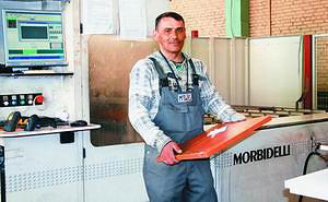 Сверлильно-присадочный станок с ЧПУ Morbidelli Uniflex HP на мебельной фабрике Mr.Doors