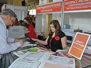 Распространение «ЛесПромФОРУМ» - официальной газеты-путеводителя выставки UMIDS на стойках регистрации посетителей