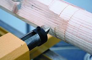 Рис. 3. Скол материала заготовки, образовавшийся в процессе ее обработки резцом